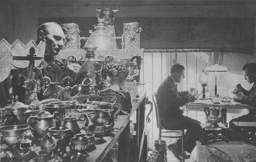 Cīņa ar pagātni  uzraksts... Autors: Lestets PSRS 1930-to gadu dzīve