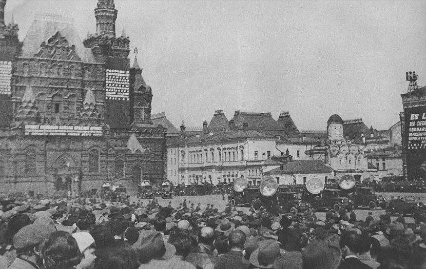 Tomēr 1 maija parāde bija... Autors: Lestets PSRS 1930-to gadu dzīve