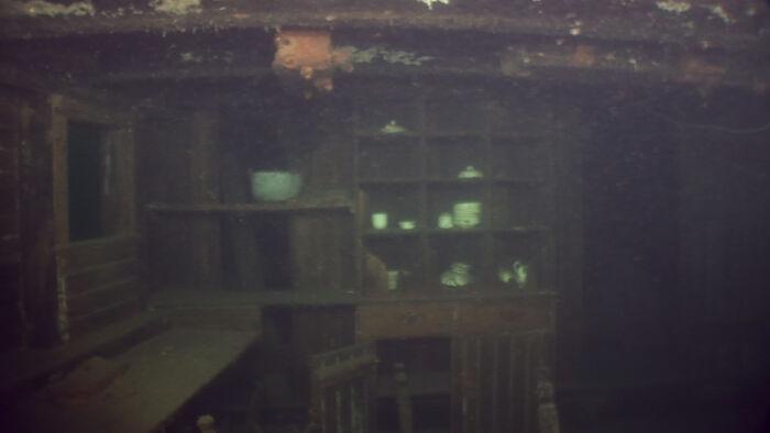 Kuģa vraka interjers... Autors: Lestets Cilvēka veidoti zemūdens objekti, kas liks bailēs peldēt prom