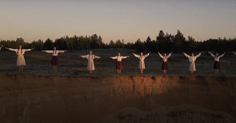 """Daugavpils Dizaina un mākslas... Autors: EV1TA Skolēni izveido videoklipu Tautumeitu dziesmai """"Raganu nakts"""""""