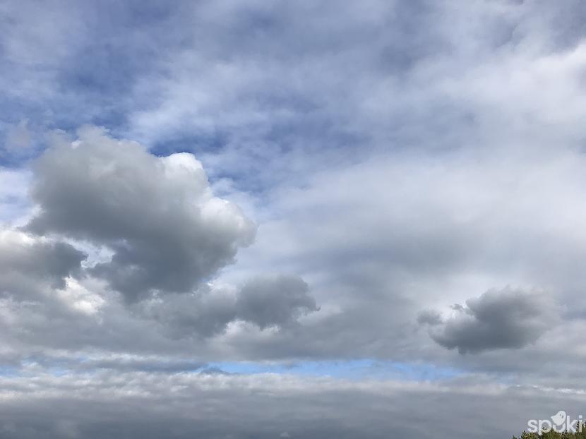 Uzmanību debesīs vesela eZZ... Autors: ezkins Pasakainā jūra
